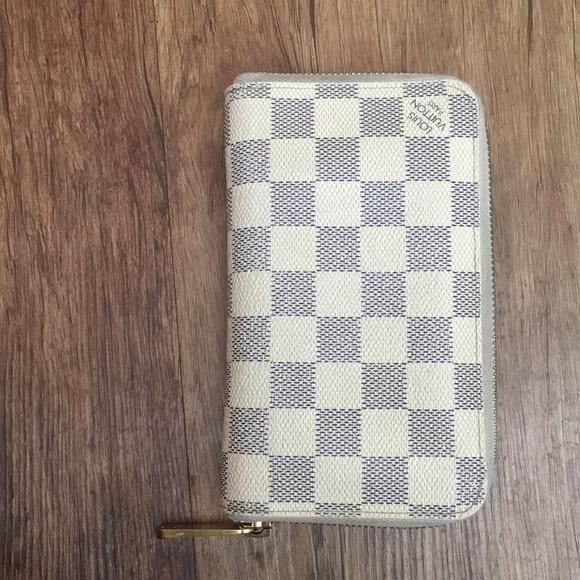 Louis Vuitton Handbags - ❌sold❌ Louis Vuitton Zippy Compact Wallet
